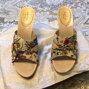 Floral print Gucci heels